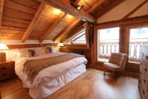 reves-bedroom