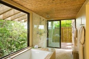 35-ONDA BATHROOM TUB & SHOWER