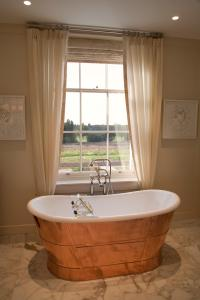 Arbuthnot Suite Bathroom - Coworth Park