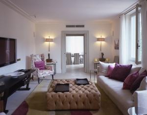 Hotel-de-Russie-Rome-–-Nijinsky-Suite-Living-Room-2020[1]