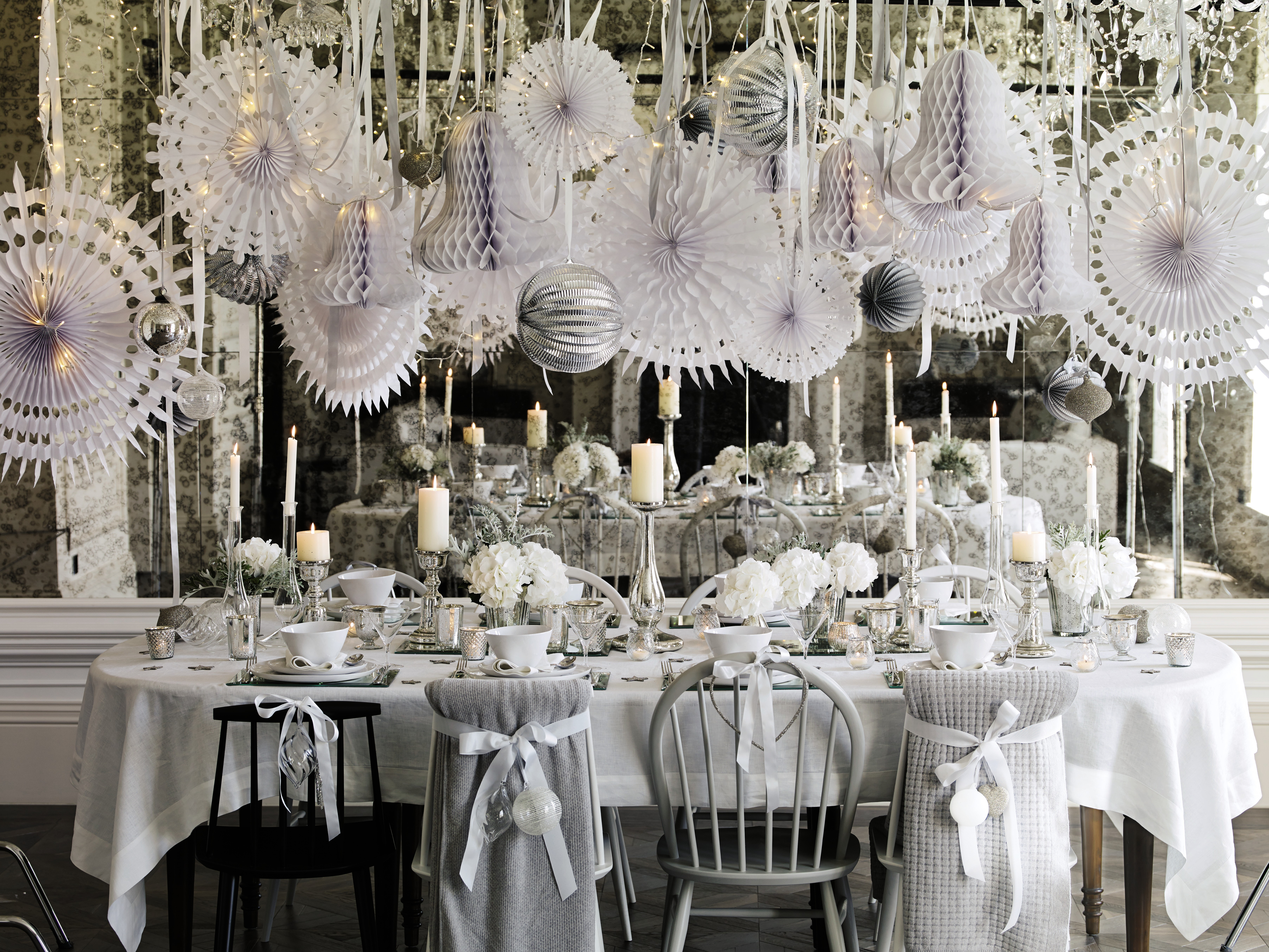 Silver and white christmas table decorations - Cahpg_xs14_l_h011_v2_kb