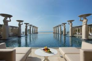 The Mulia Oasis pool