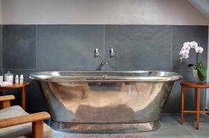 Room_31_Bathroom_High