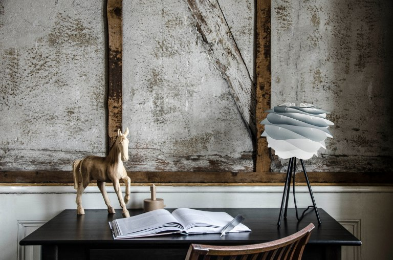 2079_Carmina_mini_misty_grey_tripod_table_black_desk_environment