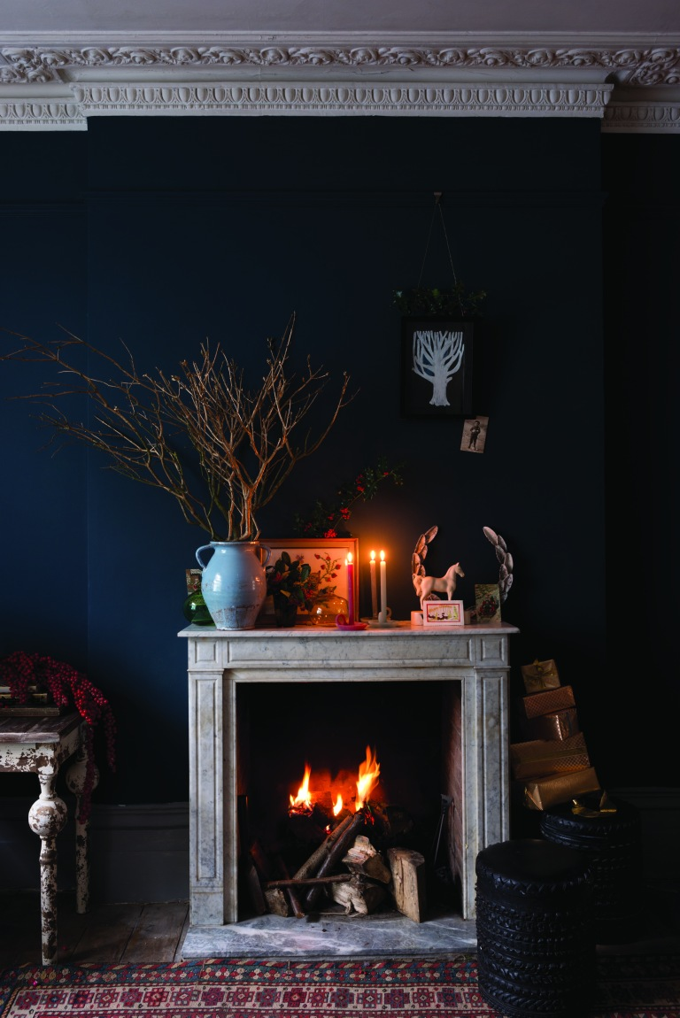 hague-blue-festive-fireplace
